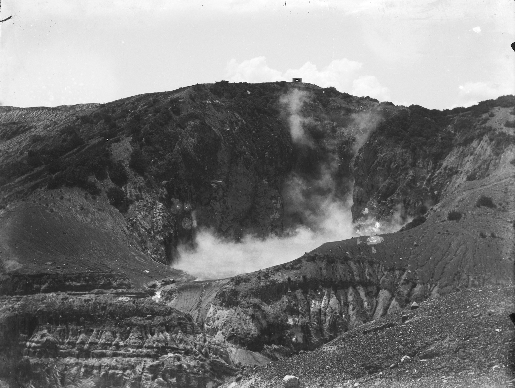 Suspect this is the Waimangu Volcanic Valley, North Island, New Zealand, circa 1907-1911. Lemuel Lyes Collection.