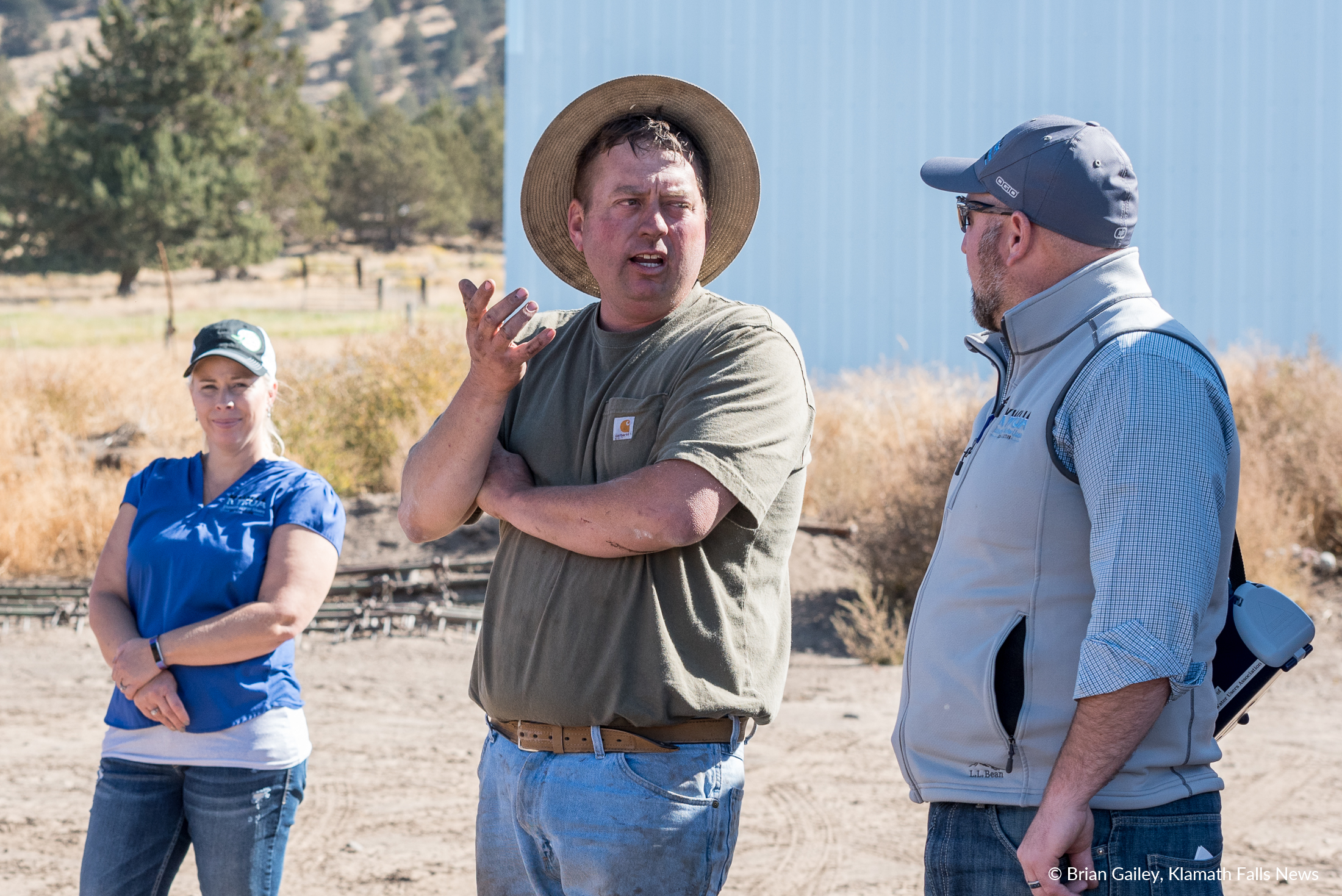 Luke Robinson speaks with Scott White and the Harvest Tour group about potato farming as Chelsea Shearer looks on. ( Brian Gaile)