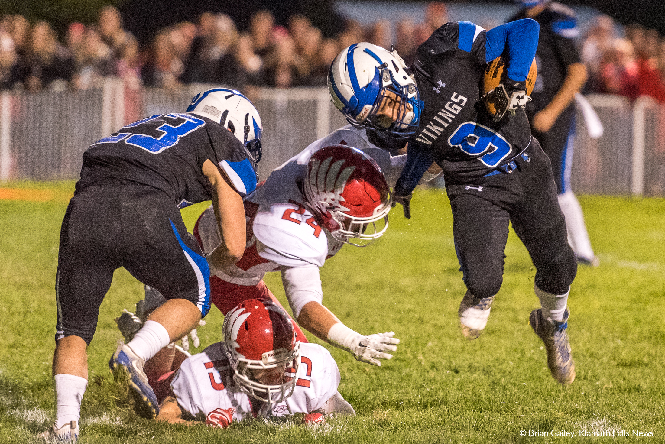 Mazama #9, Issy Gill RB avoids a tackle from KU's #24 Andrew Able DE. (Brian Gailey)