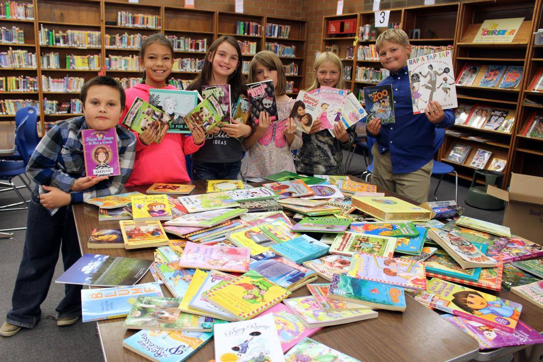 Shasta Elementary fourth-graders ran a book drive for Texas schools hit by Hurricane Harvey. Students from left to right: James Dodson, 9, Cheyanna Thompson, 9, Rylynn Goss, 9, Riley Kennelly, 9, Alyssa Hamblin, 9, and Theron Tyler, 9. (Samantha Tipler)