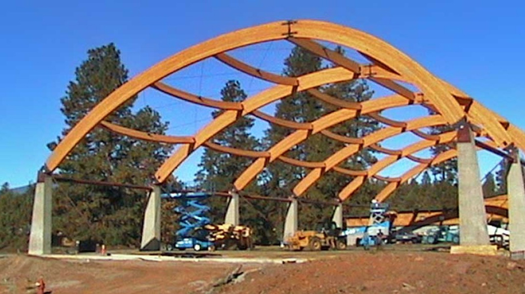 It's Fall of 2002 and the arches are up! Finishing the roof support system at the new ice arena.(KlamathIceSports.org)