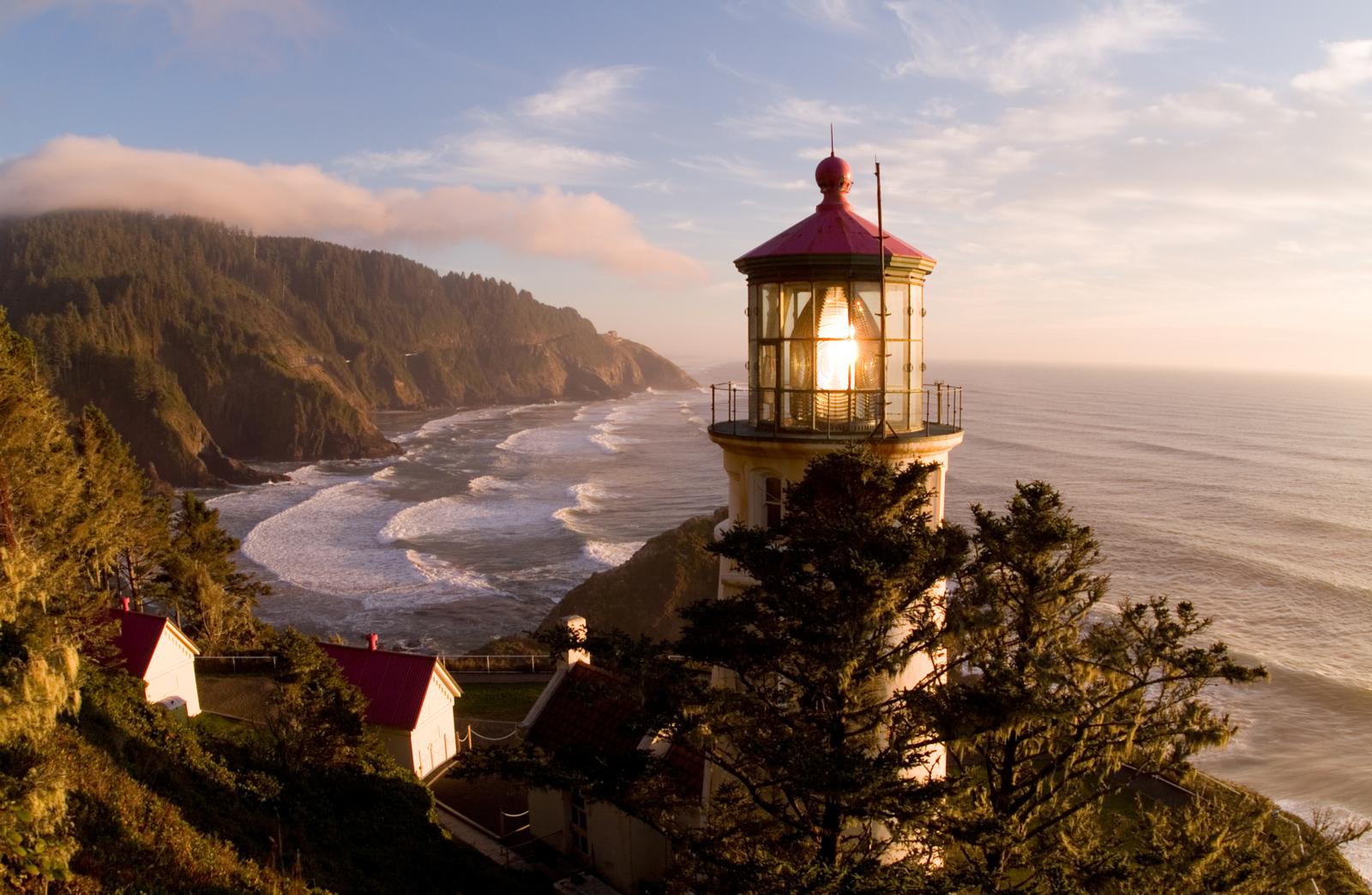 Heceta Head Lighthouse (Oregon Parks and Recreation Dept.)