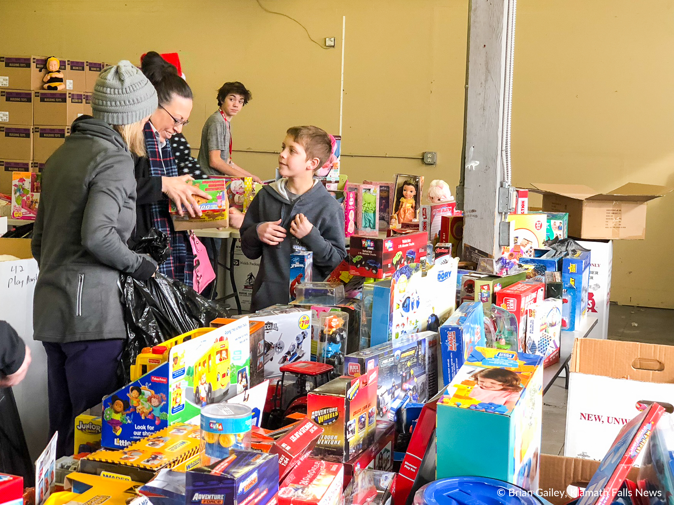 Distribution Day at Toys for Tots, Klamath Falls. (Brian Gailey)