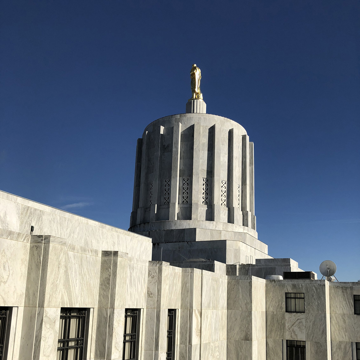 Oregon State Capitol South 2.jpg