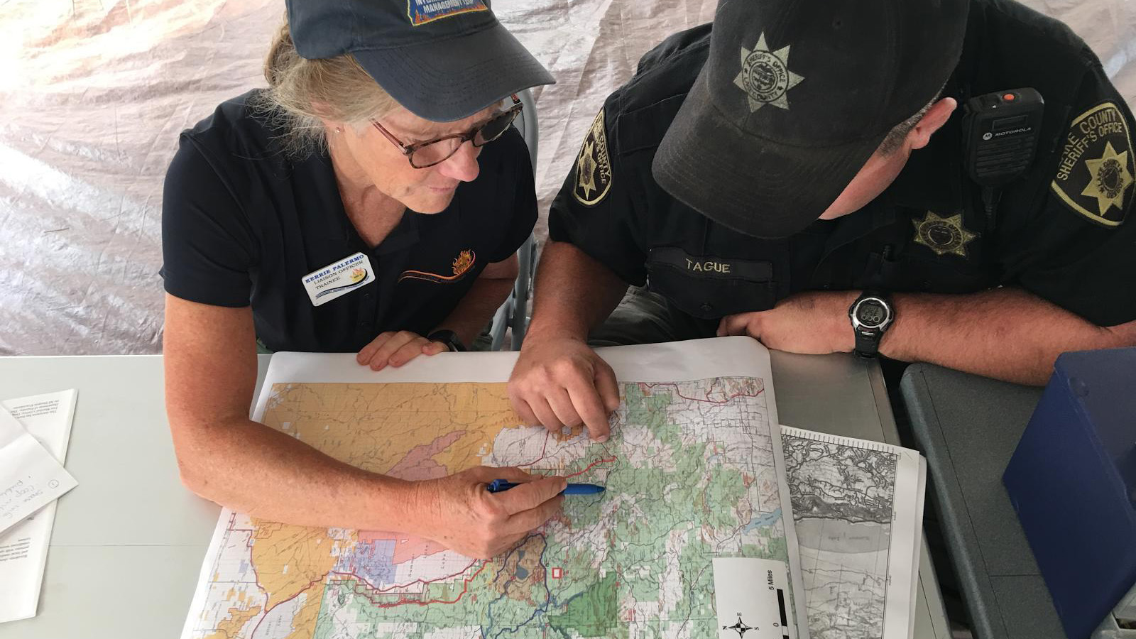 Team Liaison Officer and Lake County Deputy Sheriff working on evacuation orders. Watson Creek Fire (Inciweb)