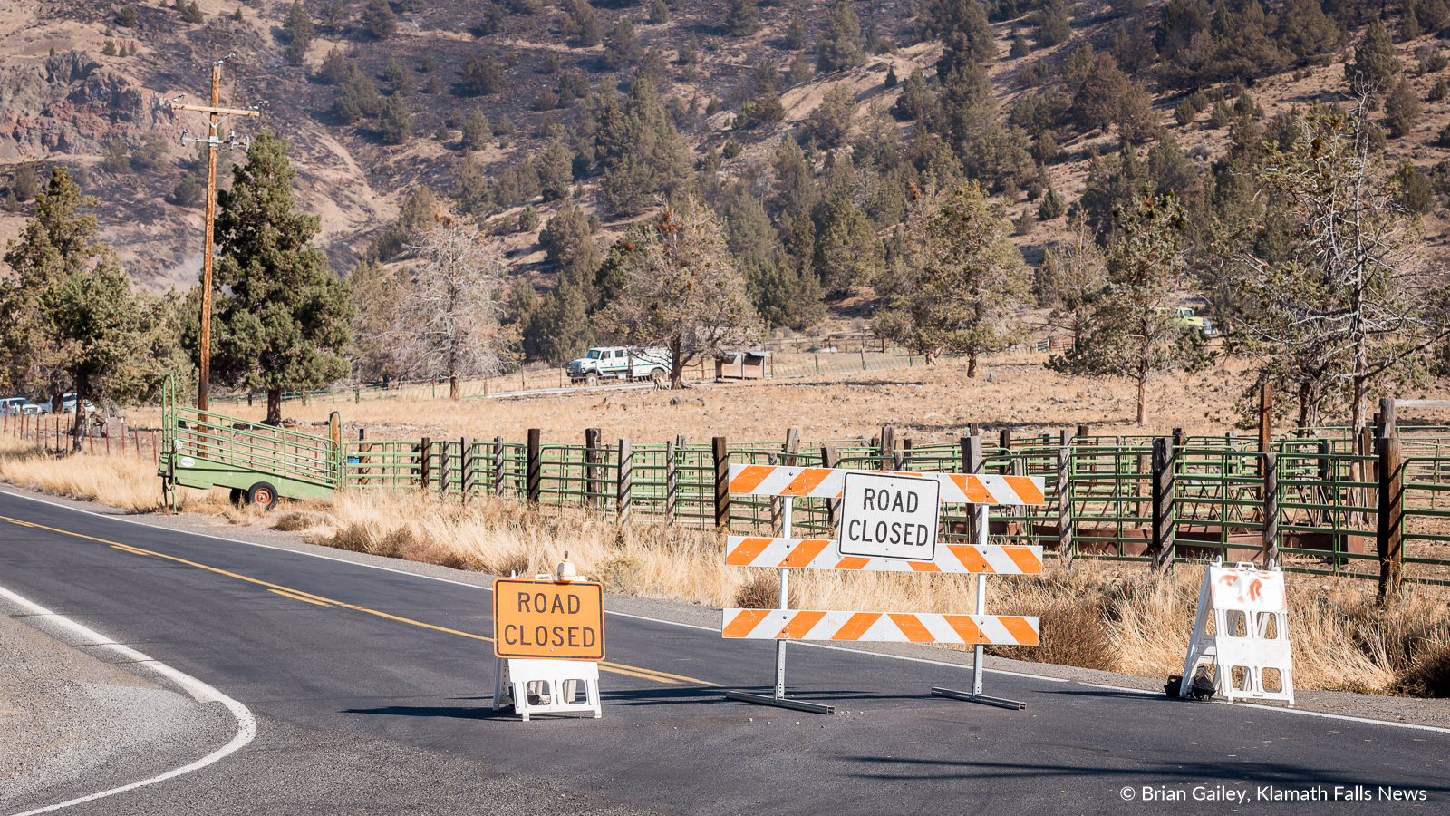 Hill Road is closed near the Stukel Fire. October 15, 2018 (Brian Gailey)