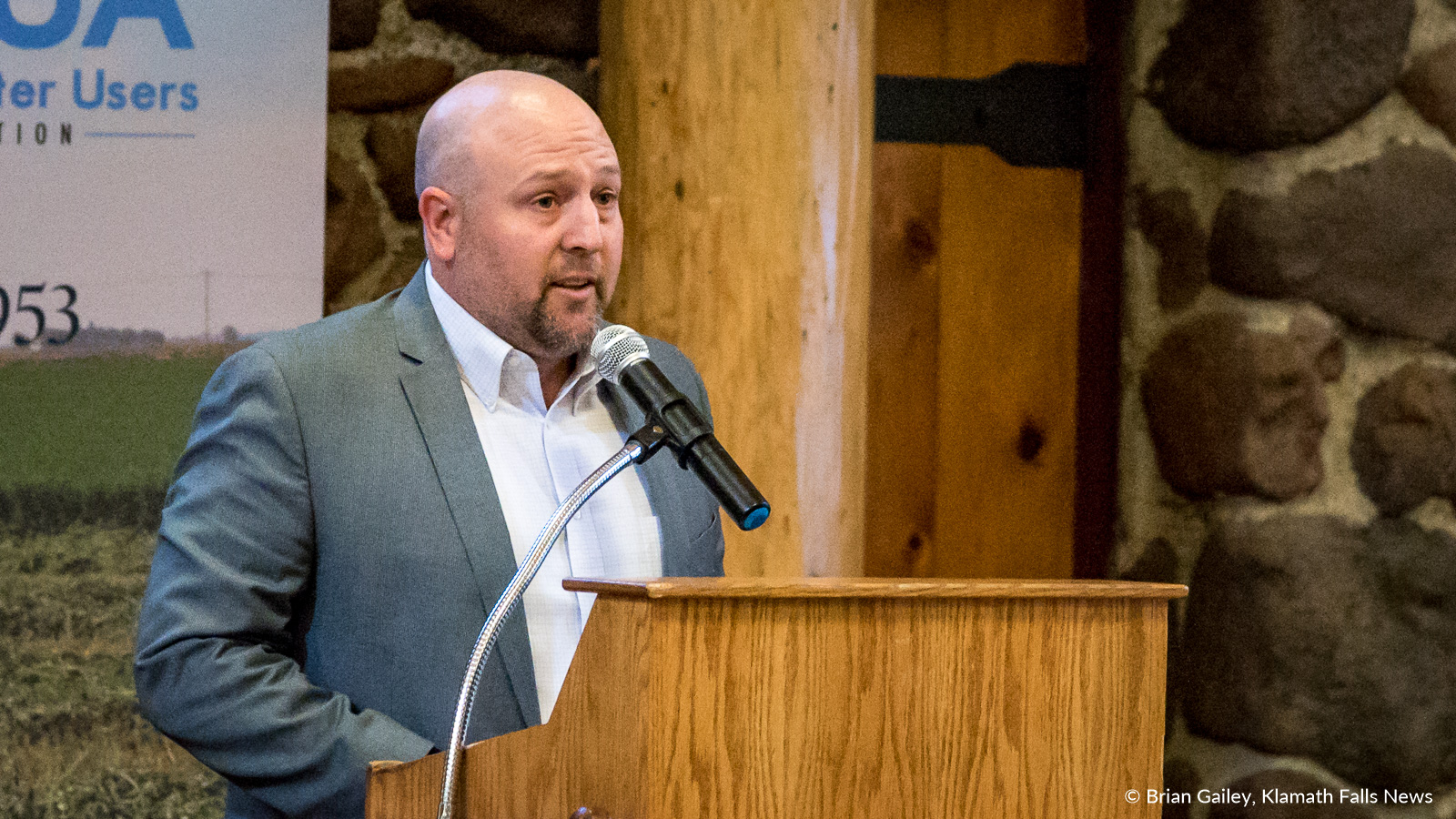 Klamath Water Users Association Executive Director Scott White speaks at the 2018 KWUA Annual Meeting. (Brian Gailey)