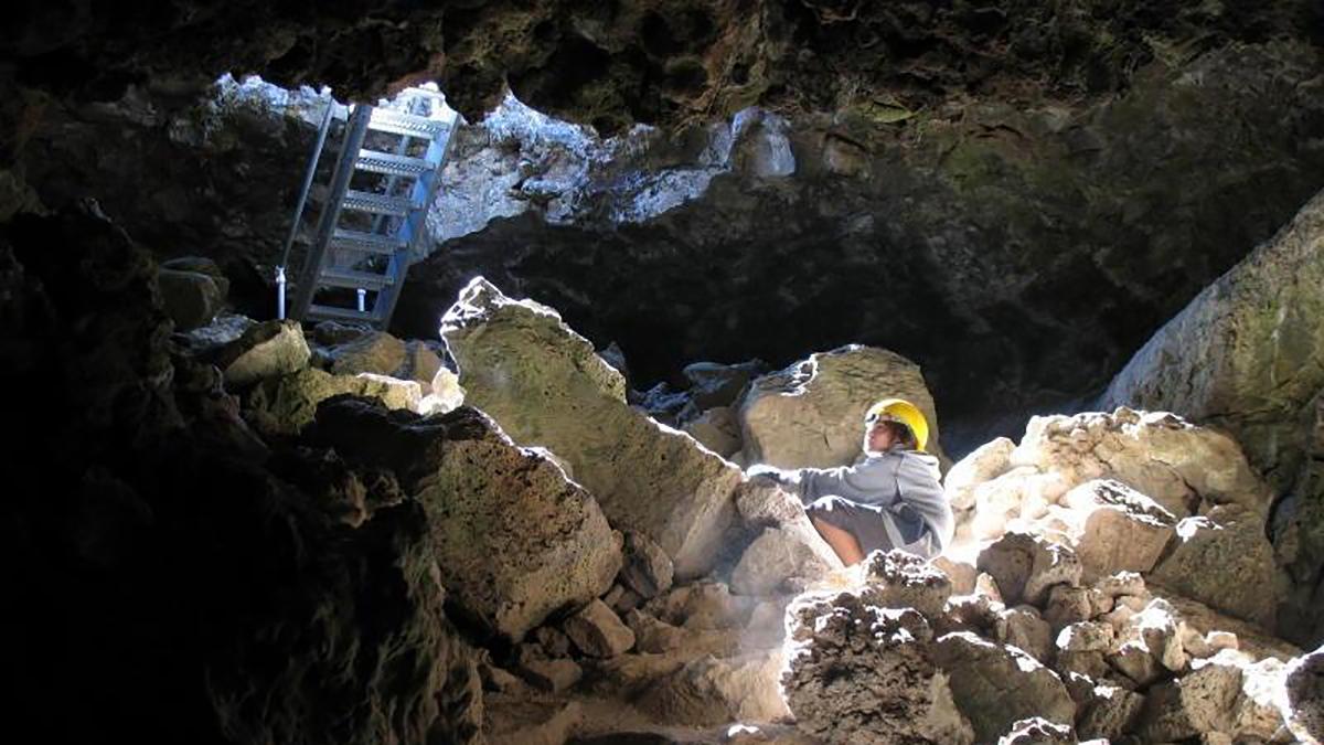 Thunderbolt Cave, Lava Beds National Monument. (nps.gov/labe/)