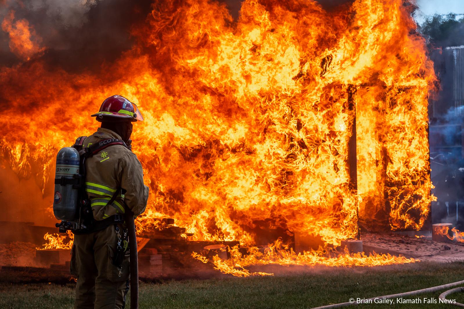 Structure fire, Thompson Ave, Klamath Falls June 27, 2019. Image, Brian Gailey / Klamath Falls News
