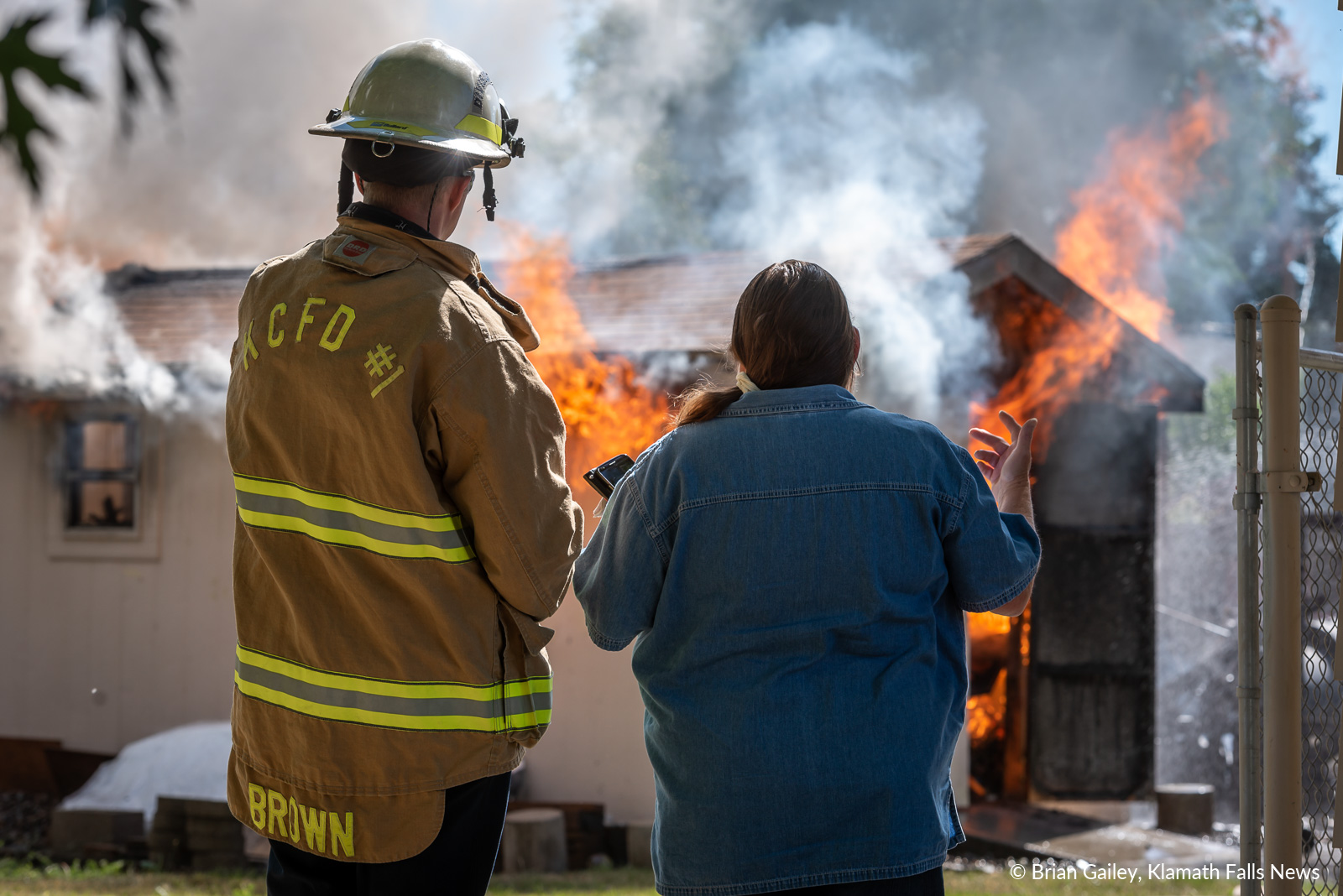 Homeowner sets her sights on the flames of the fire on Thompson Ave. for the first time. June 27, 2019 (Image, Brian Gailey / Klamath Falls News)