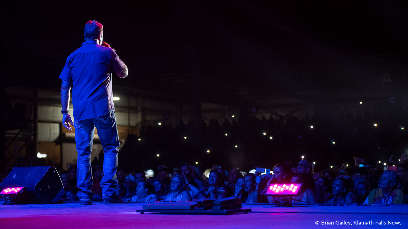 Lonestar performs for a packed house at the 2019 Klamath County Fair. August 3, 2019 (Image, Brian Gailey / Klamath Falls News)