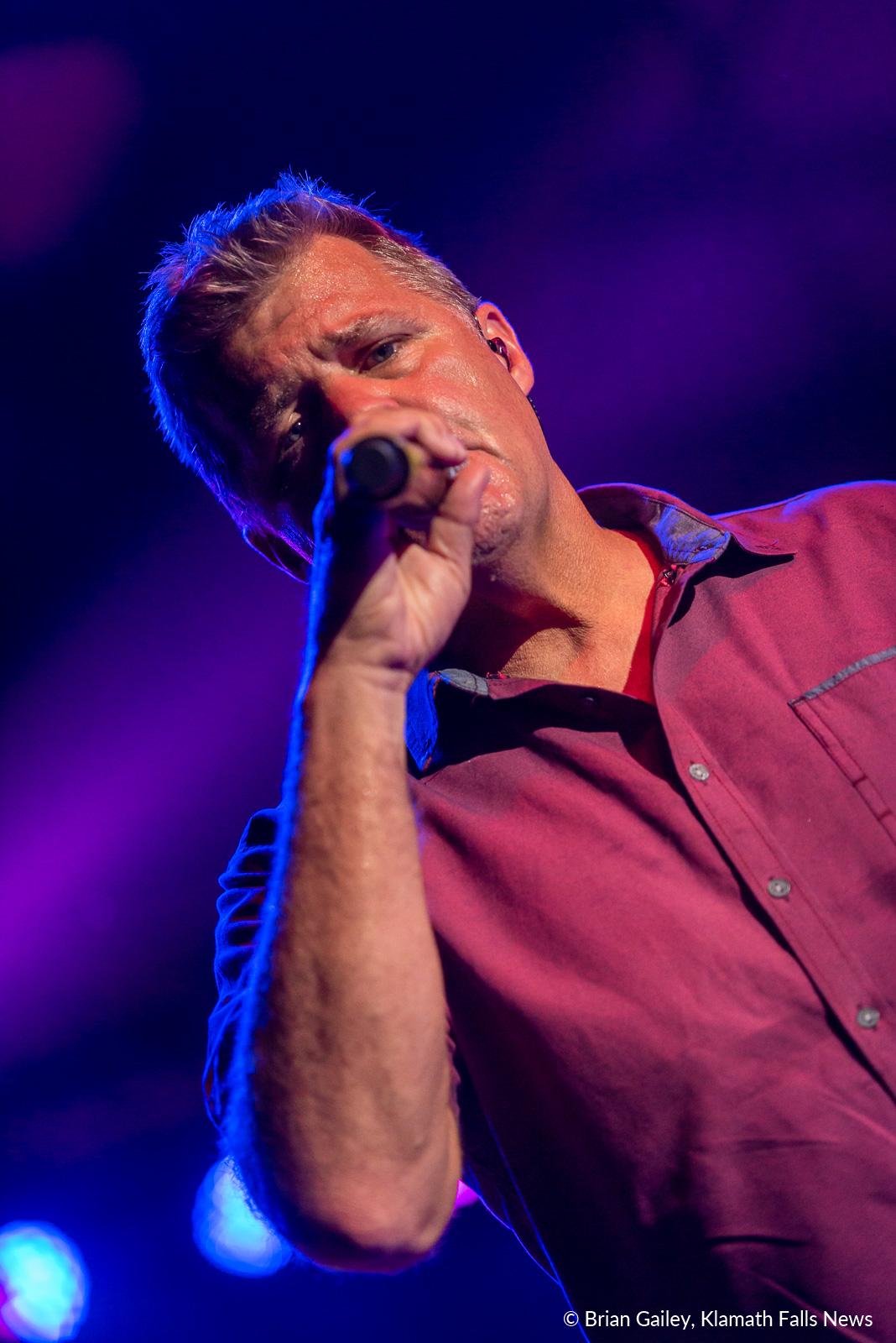 Lonestar's Richie McDonald performs for the 2019 Klamath County Fair. August 3, 2019. (Image, Brian Gailey / Klamath Falls News)
