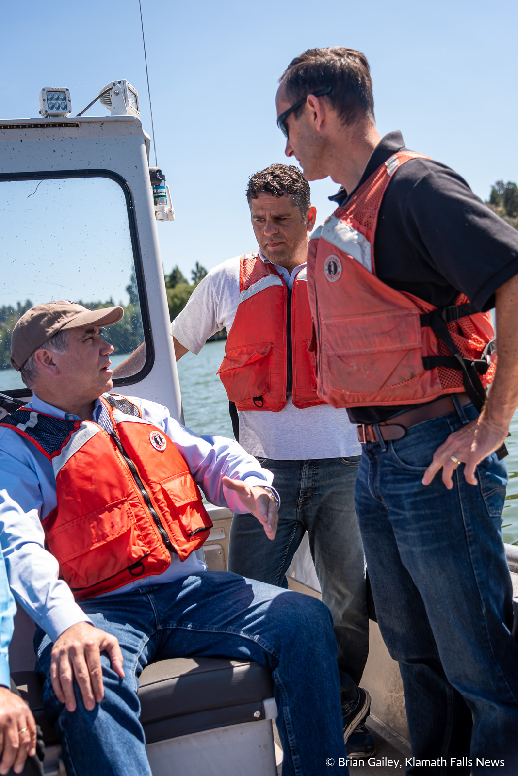 US Senator Jeff Merkley discusses lake biology with Josh Rasmussen a Fish Biologist for USFWS and USFWS Field Supervisor Dan Blake. August 12, 2019 (Image: Brian Gailey / Klamath Falls News)