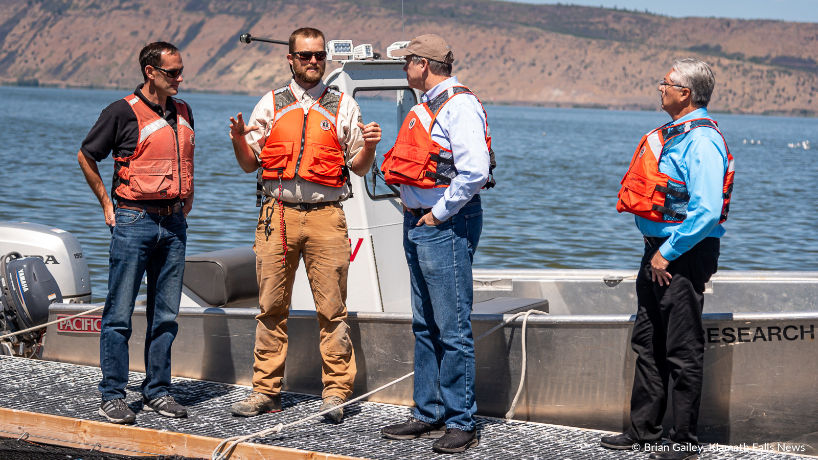 US Senator Jeff Merkley tours the USFWS net pens on Upper Klamath Lake. August 12, 2019 (Image: Brian Gailey / Klamath Falls News)