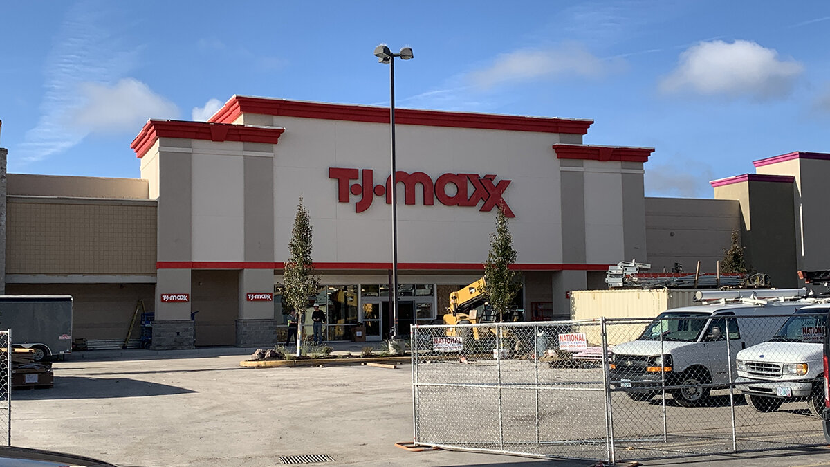 Exterior of the new T.J. Maxx facility in Klamath Falls 0set to hold a grand opening October 20. (Image: Brian Gailey / Klamath Falls News)
