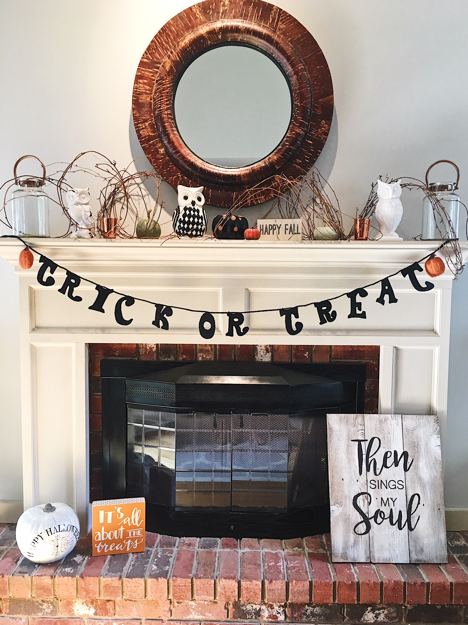 halloween fireplace.JPG