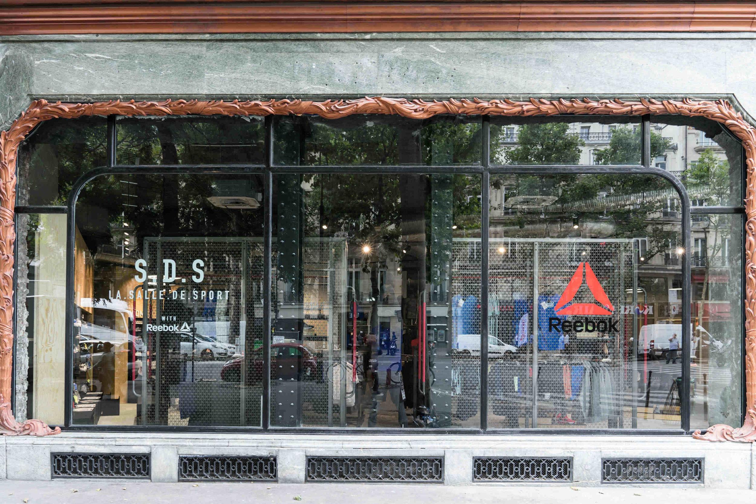 LA. SALLE. DE. SPORT Reebok Store Actual Exterior