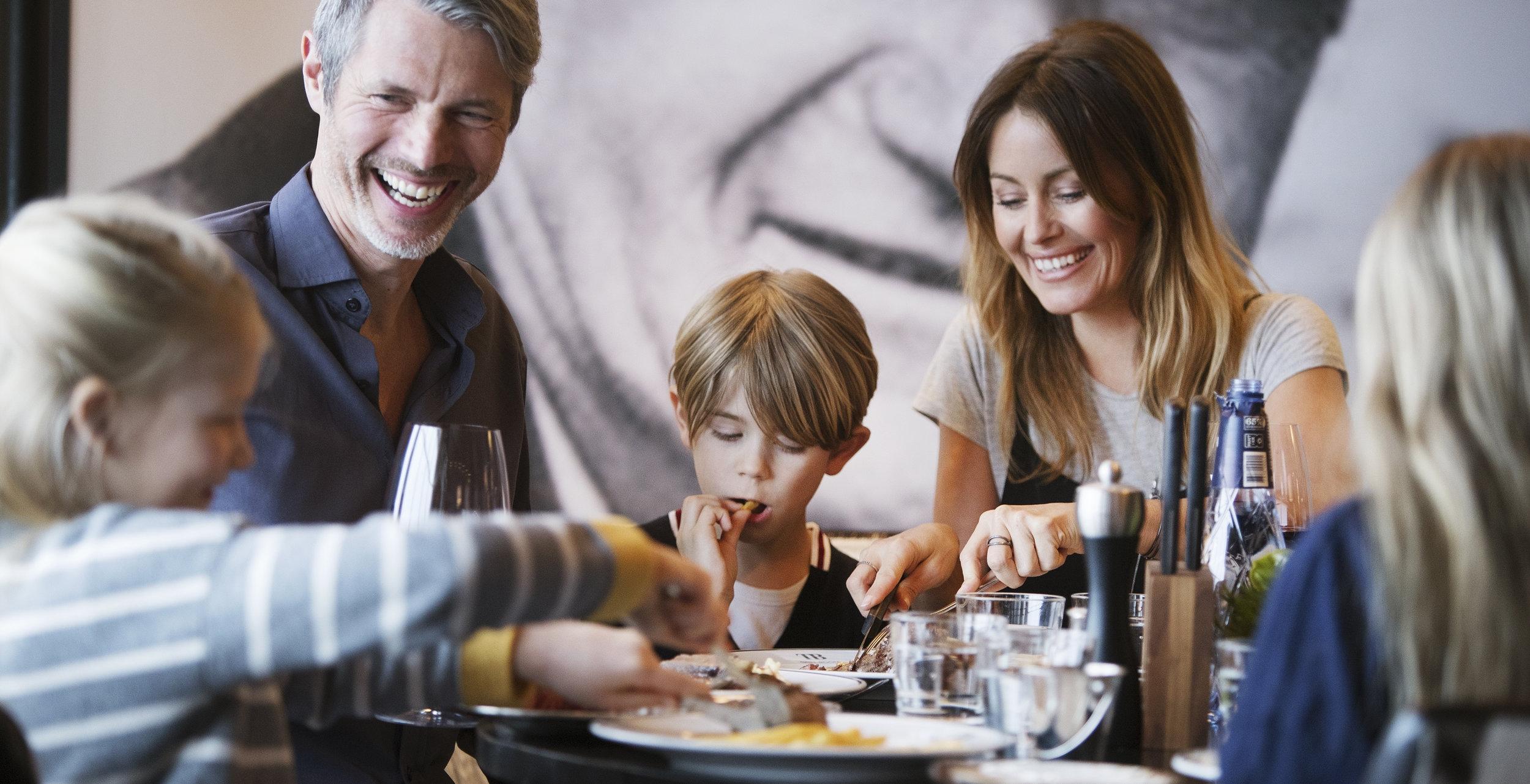 Familjemiddag på TB Grill Room i Sälen.jpg
