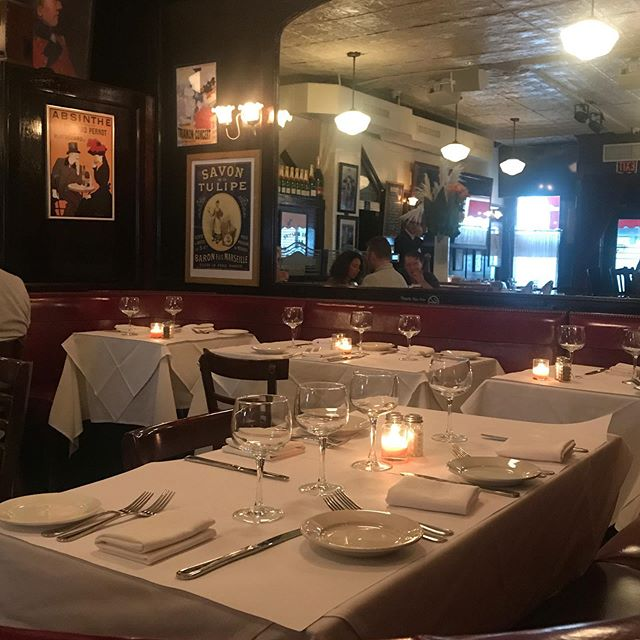 People watching. See and be seen. #frenchfood #themetropolitanmuseumofart #nyc #uppereastside #yorkville #jacquesbrasserie
