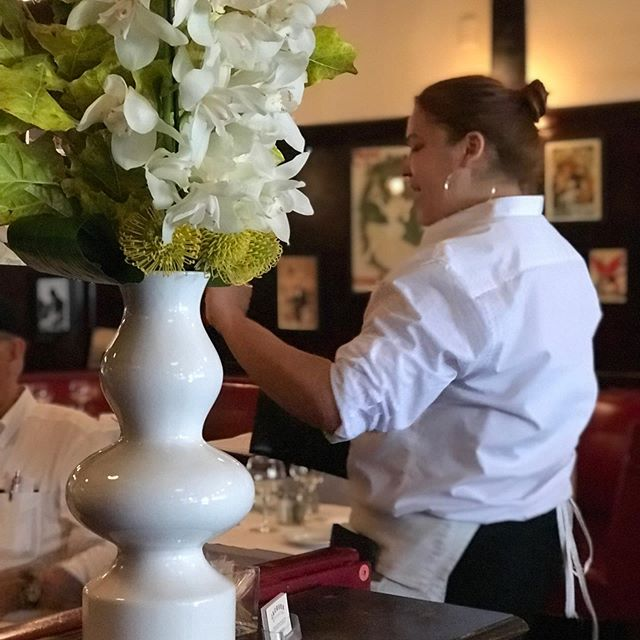 What the world be without flowers. #flowers #themetropolitanmuseumofart #lifeisbeautiful #nyceats #fashion #jacquesbrasserie