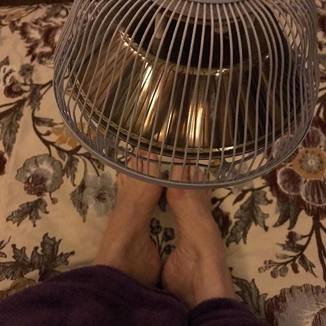 I use a far infrared heat lamp to help with the pain in my feet . It helps bring circulation to my toes, and I've read a couple studies showing it can reduce neuropathy pain . I have idiopathic neuropathy. Neuropathy is nerve pain. Idiopathic means 'of unknown origin' which, I believe, is medical speak for 'it's all in your head' . Given the fact that I have a Neurological Disorder and was already neurodiverse prior to that, maybe it's all in my nervous system? . . . . . . . . #farinfraredheat #infraredheat #kayteezee #neuropathy #neuropathicpain #chronicpain #chronicdisease #idiopathic #functionalneurologicaldisorder #fnd #conversiondisorder #kayteezee