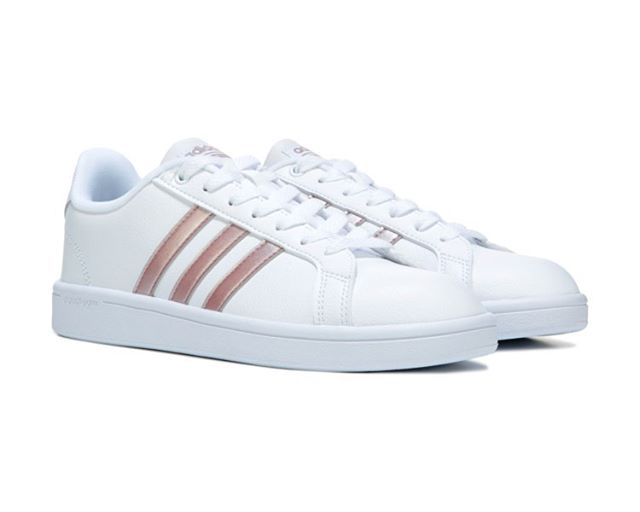 Wore these bad boys to a wedding yesterday.  Between them, a belt bag and my cane, I was on mostly solid footing at the farm . My new disability means I have to be thinking of 'all the things' when I head out, and THAT means sensible shoes for now . Adidas cloud form somethingorother sneekers - about $50 - leather - comfy - worth the investment . . . . . . . . . . #kayteezee #neurologicaldisorder #functionalneurologicaldisorder #conversiondisorder #FND #chronicpain #takecareofyourfeet #idiopathicneuropathy