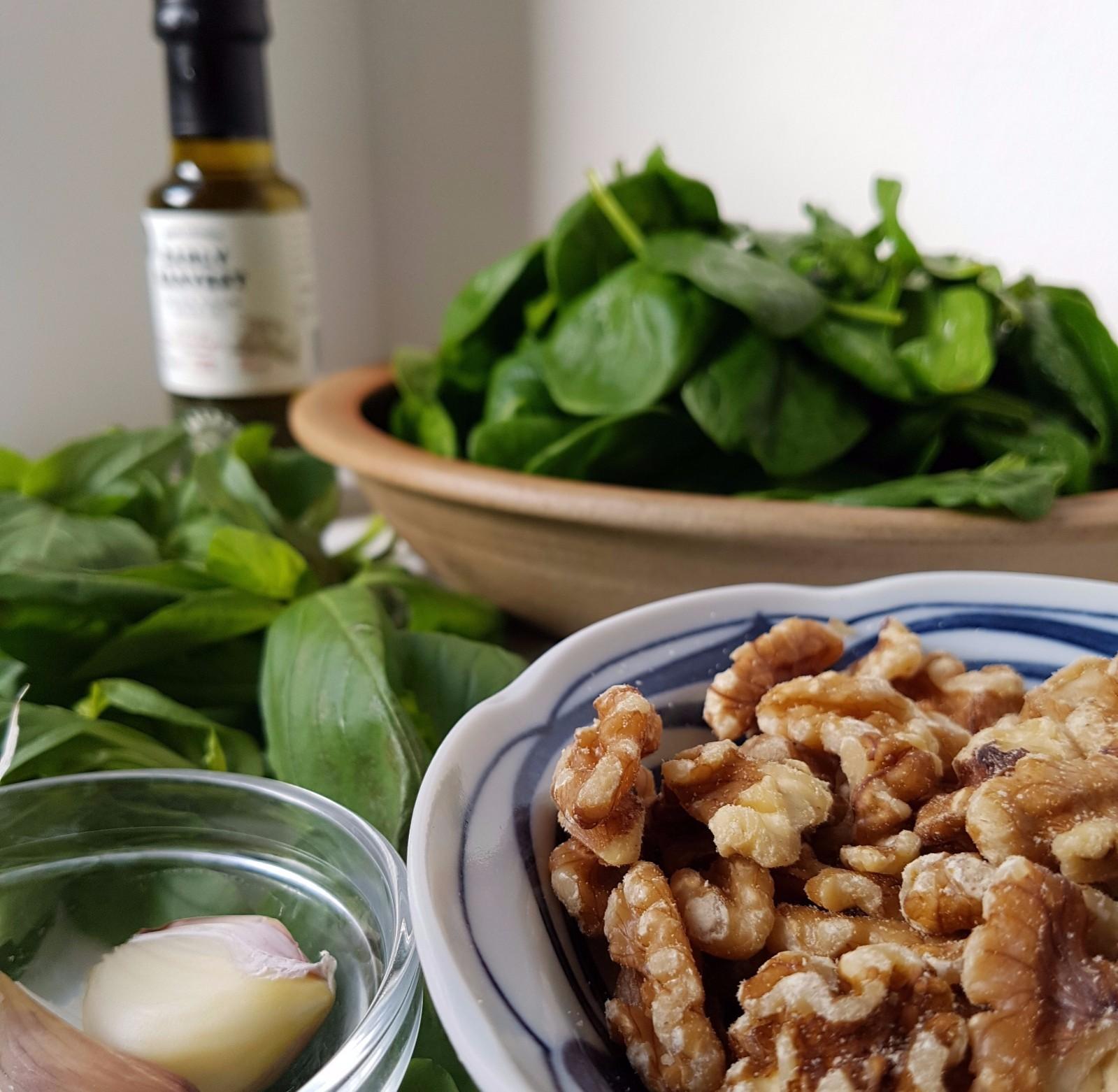 basil, spinach and walnut pesto
