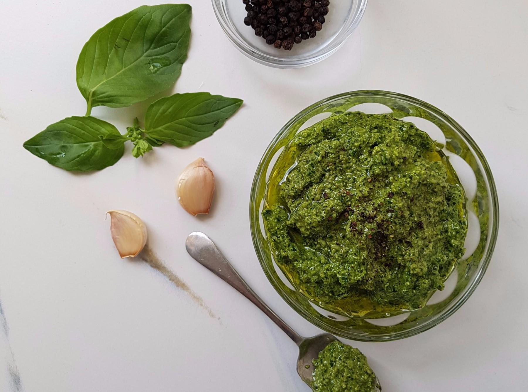 Basil, spinach and walnut pesto blog