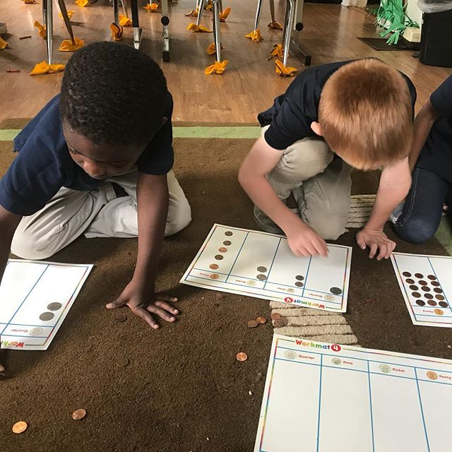 Our learners learning to count money #kindergarten #elementary #highachieversec #conyers #privateschool #rockdalecounty #cityofconyers #iloveconyers #oldtowneconyers