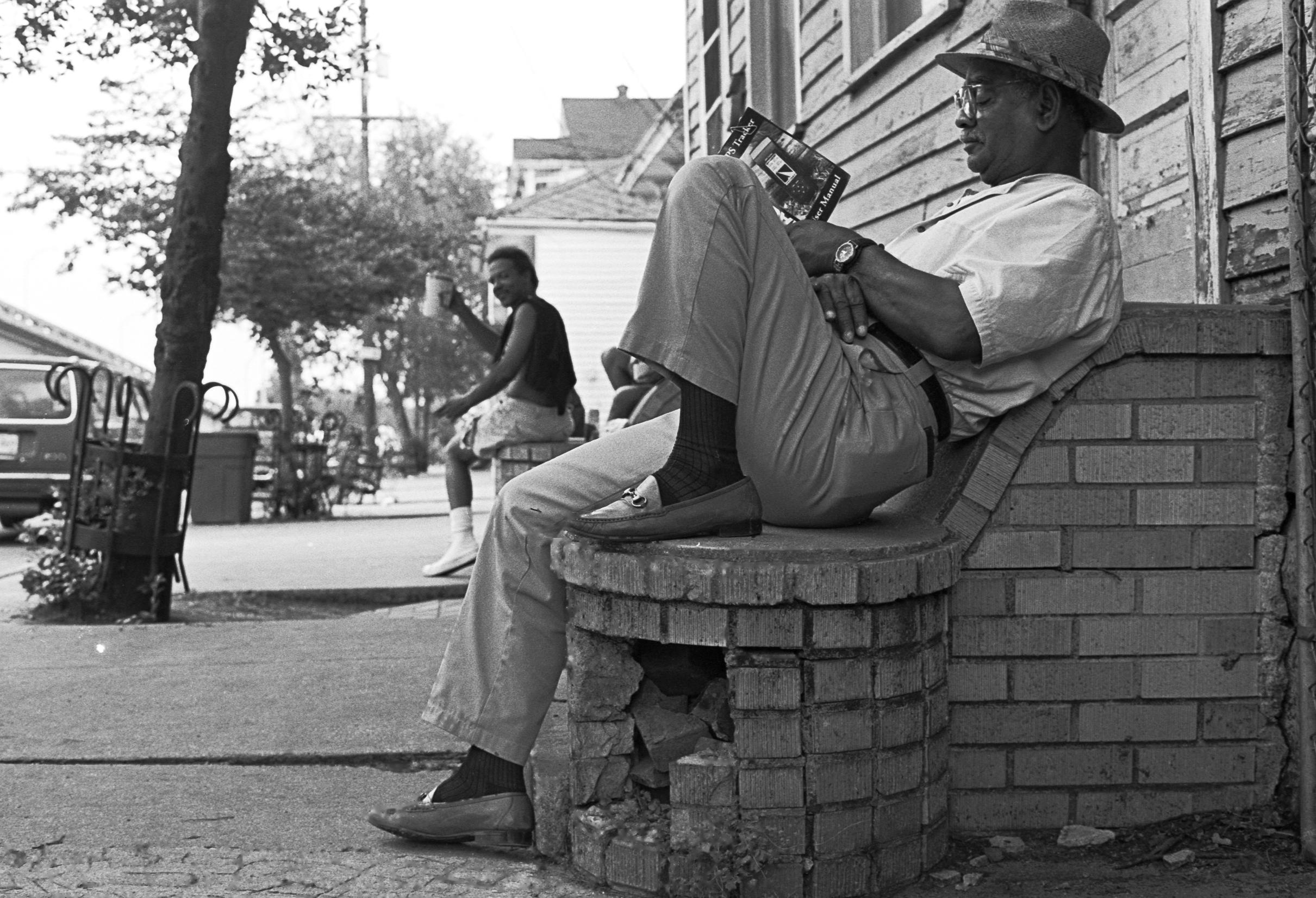 Claiborne_Avenue_Relaxing.jpg