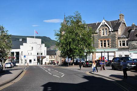 Aberfeldy town square. Photo courtesy of www.undiscoveredscotland.co.uk