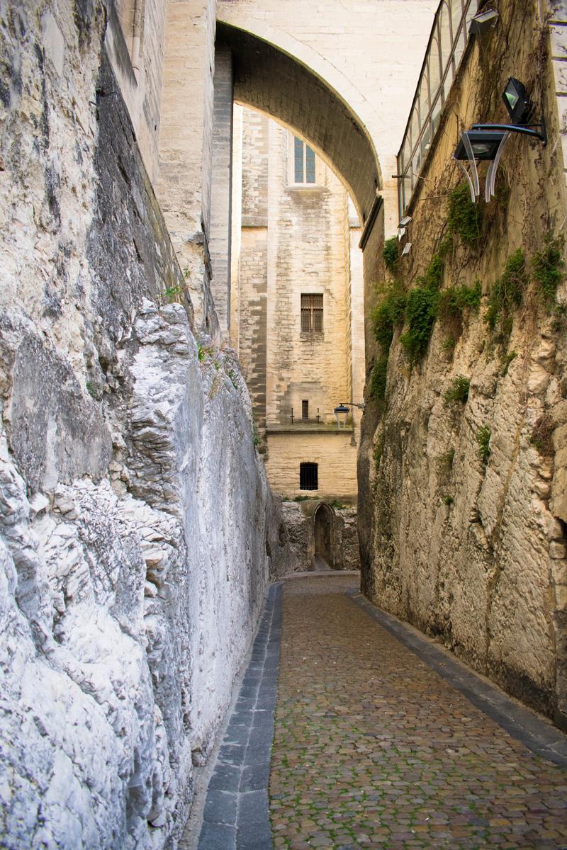 Rue de la Peyrolerie - behind Palais des Papes