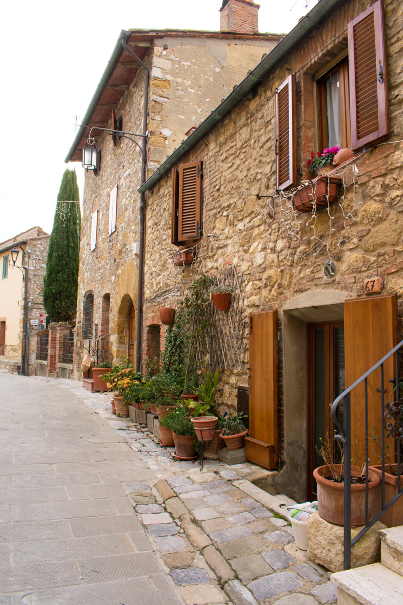 Typical street in Montefollonico