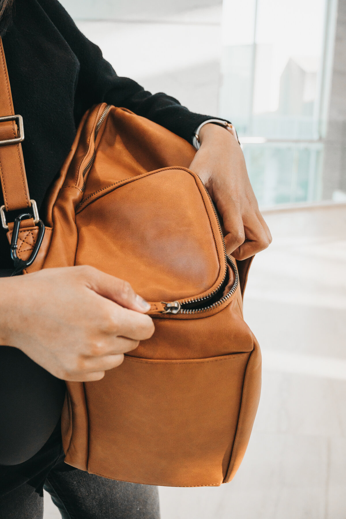 Atlas Supply Co The Minimalist Bag in Penny Review | Nicole Constante-5.jpg
