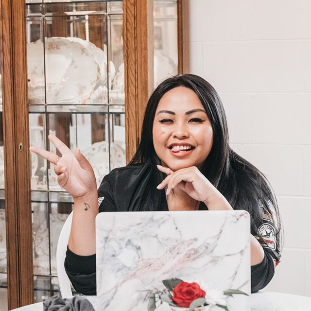Juuust influencer thingz!!! ✨ ⠀⠀⠀⠀⠀⠀⠀⠀⠀ ▪️ If I'm starting a blog, what should I focus on? ▪️What kind of brands should I work with? ▪️ What do PR companies look for in a blogger or influencer? ▪️ How should I navigate pricing and sponsorships? ▪️ What makes a good pitch? ▪️ Can I actually initiate collaborations when I am just starting out? ⠀⠀⠀⠀⠀⠀⠀⠀⠀ ...ASKING FOR A FRIEND 😆 ⠀⠀⠀⠀⠀⠀⠀⠀⠀ Whenever I receive emails from PR companies with all the blogging and influencer jargon— you bet they alll get sent straight to Glenny's inbox. I'm like a kid asking her mom for help with an algebra homework. 😝 ⠀⠀⠀⠀⠀⠀⠀⠀⠀ EP. 14 of #TheGetItGirlRadio is live and @glennymah takes us behind the scenes of influencer partnerships and the blogging world 🎉 (anyone else a sucker to see what's in the paperwork?!) ⠀⠀⠀⠀⠀⠀⠀⠀⠀ Don't be deceived by the funny faces she makes in 90% of the pictures because friends, this girl MEANS BUSINESS! 👏🏼👏🏼 ⠀⠀⠀⠀⠀⠀⠀⠀⠀ Who else is ready to get #/sponsored?! We almost there, girly! 🤓😋 ⠀⠀⠀⠀⠀⠀⠀⠀⠀ {link in bio, or tune in with us via @applepodcasts or @spotify! ✨}