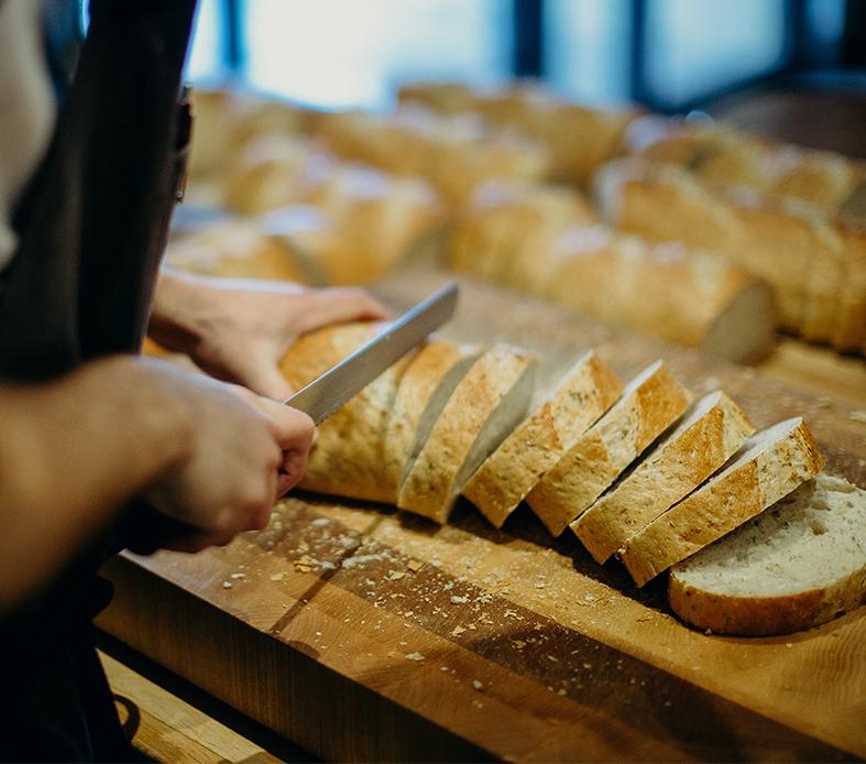 City-Bread-Winnipeg-King-and-Bann-slicing.jpg
