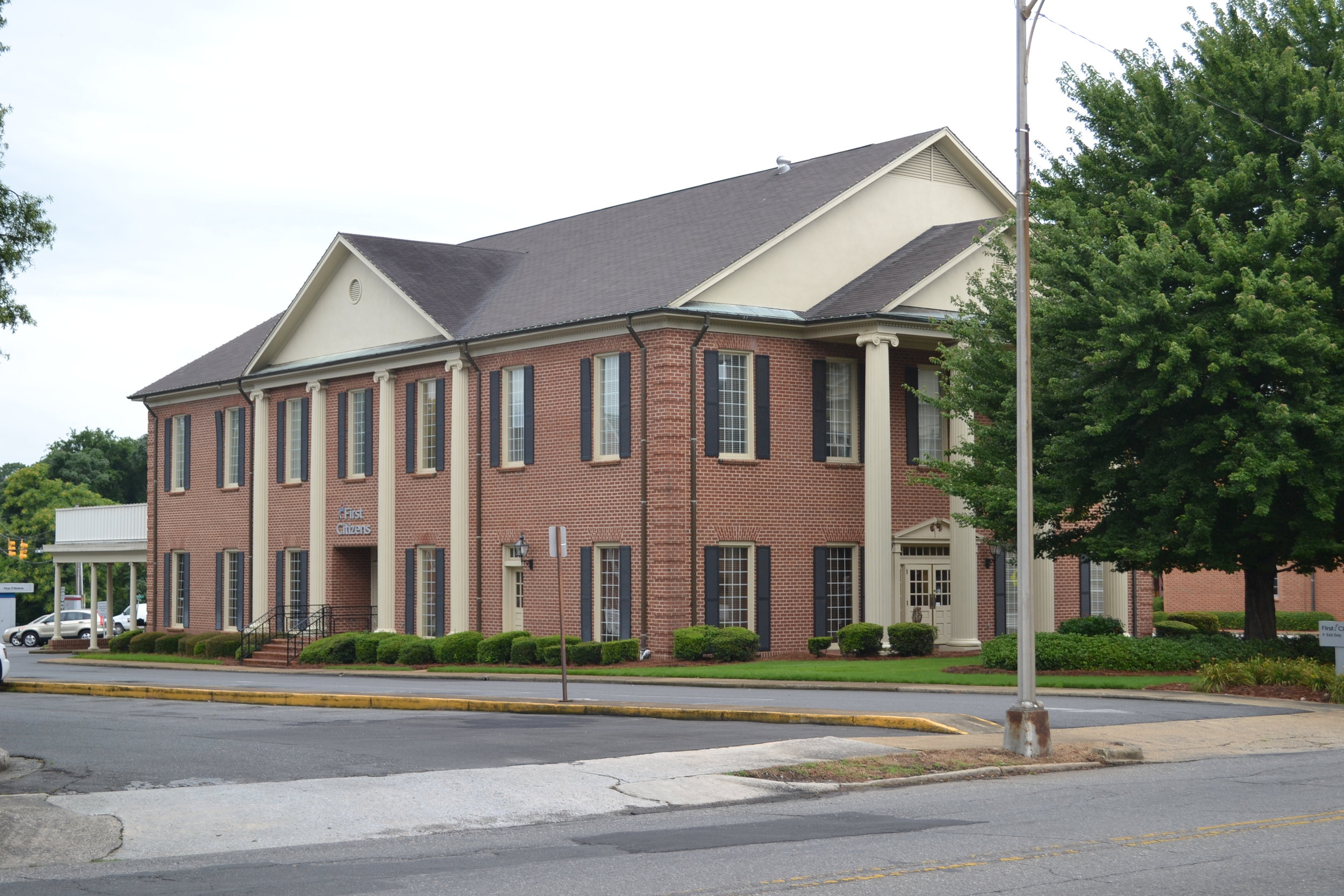 The current location of First Citizens Bank of Rock Hill, originally the site of the McElwee Home and later Reid's Furniture Co., which became Maxwell and Mayfield Furniture Company by the mid 20th century.