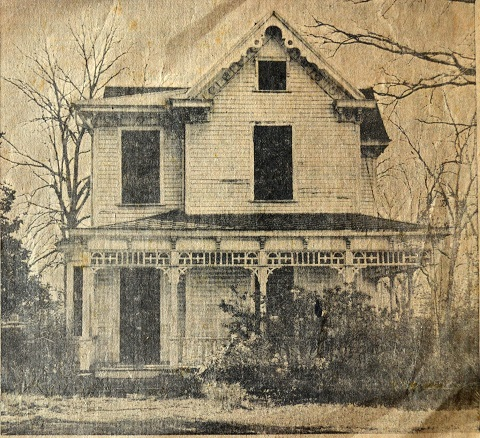 Picture of the Cobb House (built circa 1890s) prior to demolishing it to make room for a new bank building.