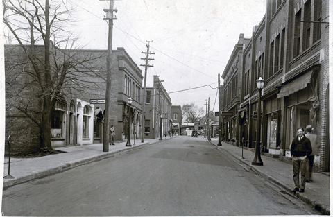 1920s view of Hampton Street showing the old City Hall mid left.