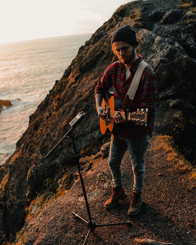 Sometimes you end up playing guitar on a sea bridge 💁🏼‍♂️ 📸- @elizabethjune28