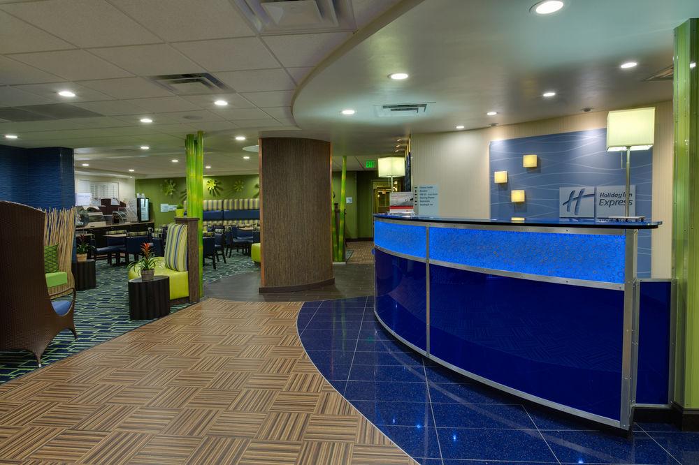 Holiday Inn Lobby.jpg