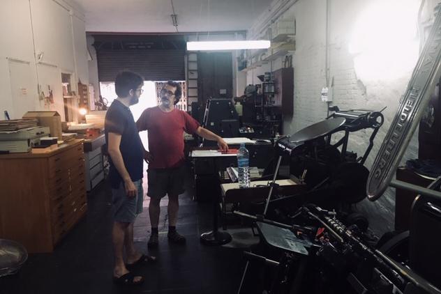 Marcel (Taller Estampa) talking with L'Automàtica master printer