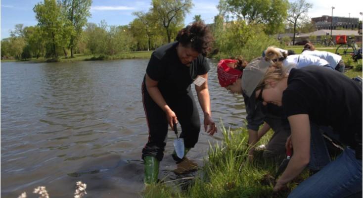Community Steward Madiem Kawa leads Washington Park volunteers in a planting activity