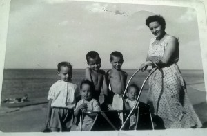 Paula Banks and children at the Chicago Lakefront