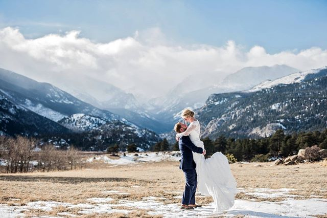 The Notebook might have an awesome lake scene, but we've got super big rocks -errrr- I mean mountains. Also a lake of mountain grasses. Try doing this pose in that lake in December McAdams, you won't look half as smooth as our couples ;)⠀⠀⠀⠀⠀⠀⠀⠀⠀ Ceremony: @rockynps  Reception: @birdandjim Glam: @estesparkbridalco  Florist: @enchantedflorist.weddings .⠀⠀⠀⠀⠀⠀⠀⠀⠀⠀⠀⠀⠀⠀⠀⠀⠀⠀ .⠀⠀⠀⠀⠀⠀⠀⠀⠀⠀⠀⠀⠀⠀⠀⠀⠀⠀ .⠀⠀⠀⠀⠀⠀⠀⠀⠀⠀⠀⠀⠀⠀⠀⠀⠀⠀ .⠀⠀⠀⠀⠀⠀⠀⠀⠀⠀⠀⠀⠀⠀⠀⠀⠀⠀ .⠀⠀⠀⠀⠀⠀⠀⠀⠀⠀⠀⠀⠀⠀⠀⠀⠀⠀ #nowbooking #weddingphotography #weddingphotographer #shesaidyes #awards #couplegoals #engagementsession #gettinghitched #futuremrandmrs #brideandgroom #authenticlovemag #howheasked #engagedlife #estesparkwedding #coloradowedding #rockymountainbride #estespark #estesparkweddingphotographer #coloradobride #mountainbride #coloradoengagementphotographer #theknot #soloverly #estesparkbride #dreamteamepwa #coloradoportraits #greenweddingshoes #bridetobe2020