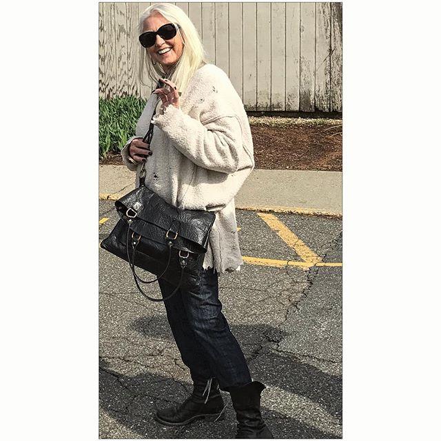 Susan Wheeler heading to textile show.. sporting a W l W handbag❤️