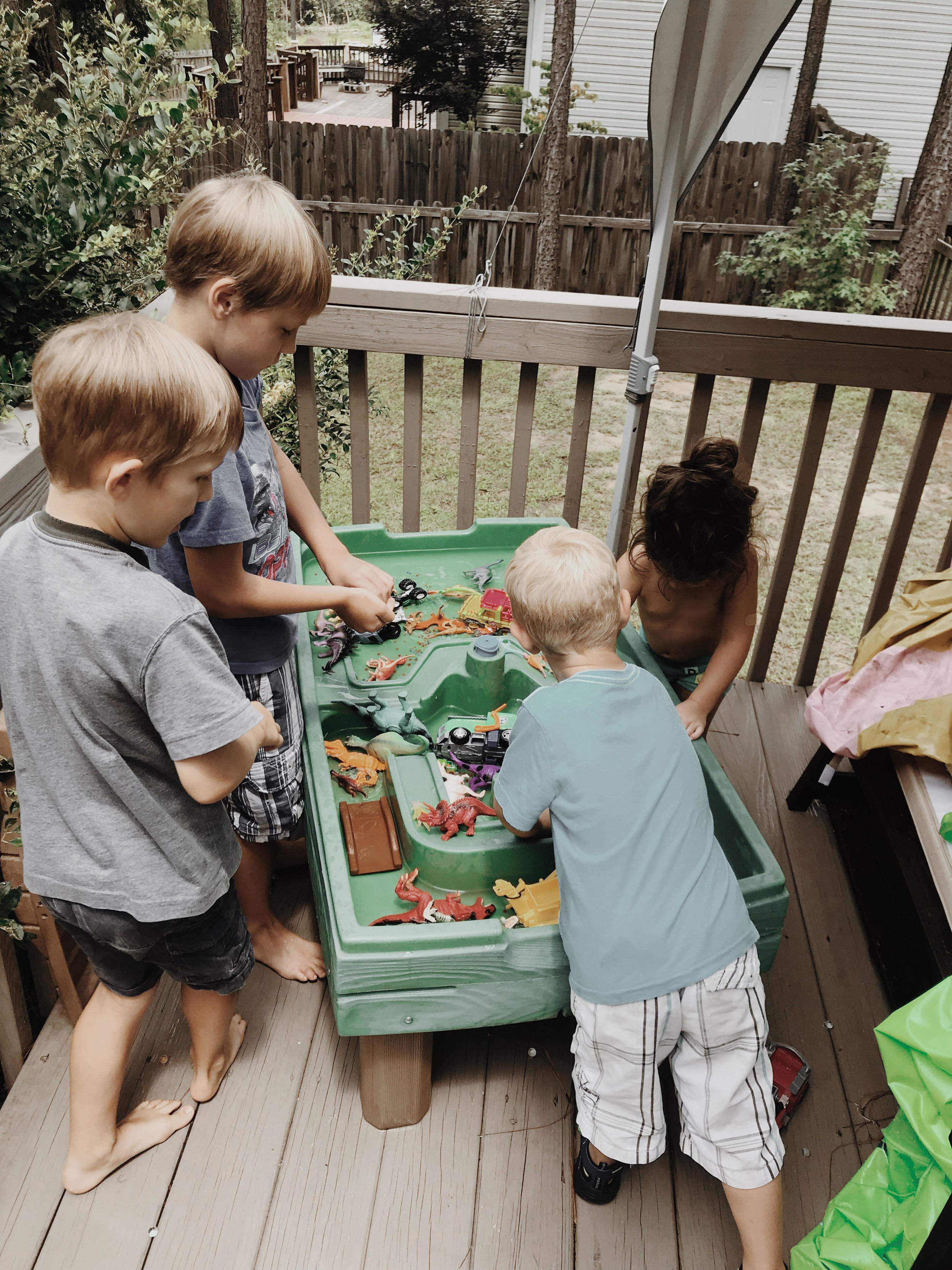 water table and water beads with the neighbors