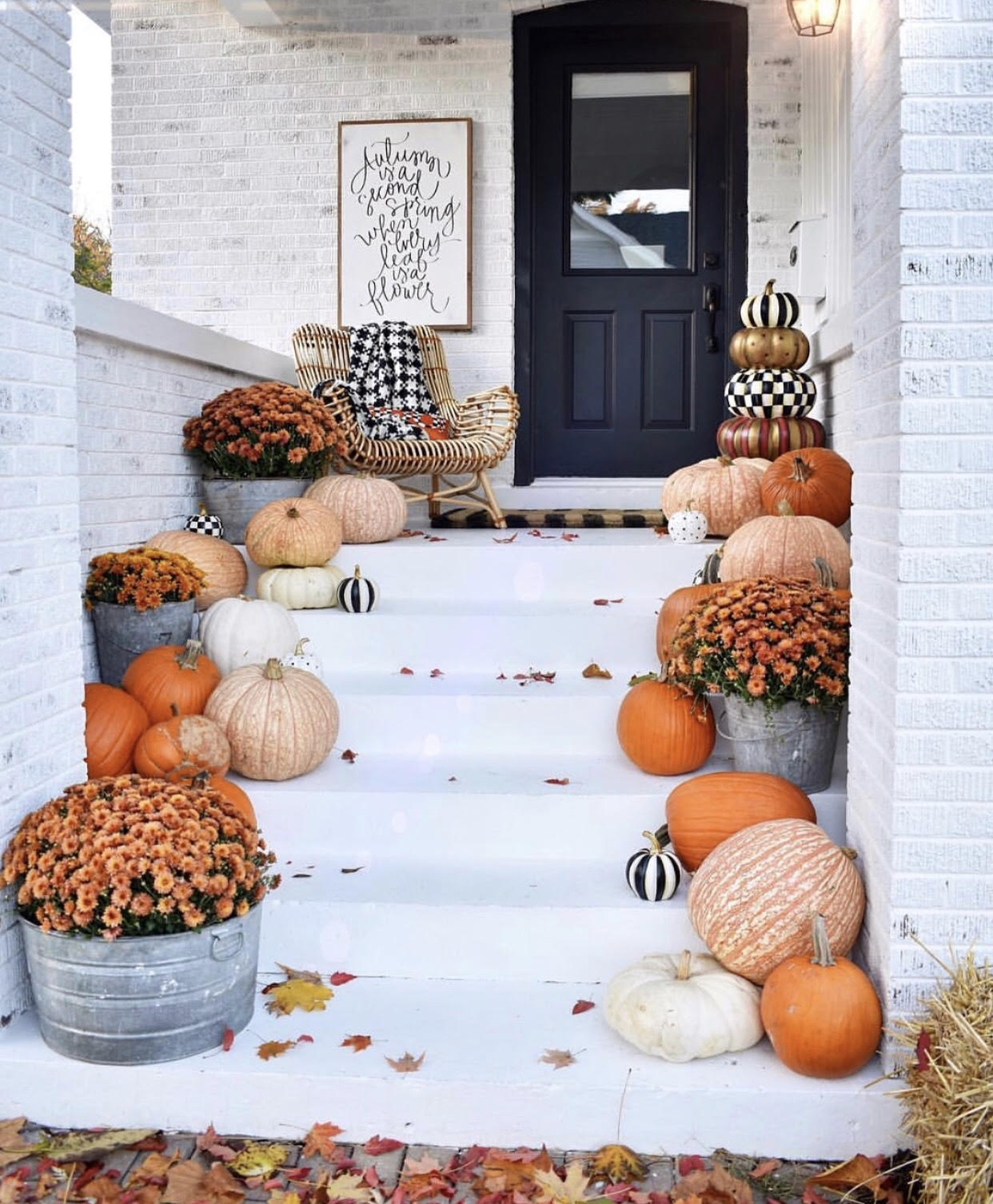 Dreamiest porch ever  via Kindred Vintage