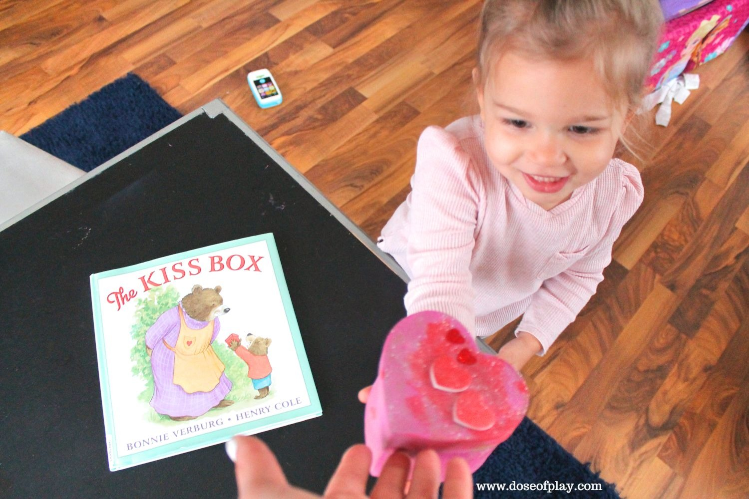 This is a great book and activity to help (toddlers, preschool kids) cope with separation anxiety from a parent or caregiver! #separationanxiety #fostercoping #doseofplay #therapeutic activity #childlife #childlifespecialist #valentinesdaycraft #valentinesdayactivity #thekissbox #kisses