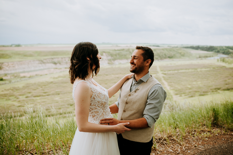Calgary-Wedding-Photos-Saskatoon-Barn-8.jpg